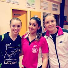 Déjà un petit air de vacances à la fin du match (Roxana et Rachel avec Linda BERGSTRÖM d'Etival)